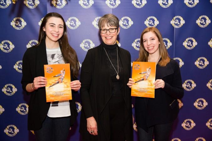Слева направо: Андриа Карозилли, Луиза Сассано, Кара-Мари Карозилли на концерте Shen Yun Performing Arts в Монреале, 10 января 2015 г. Фото: NTD Television