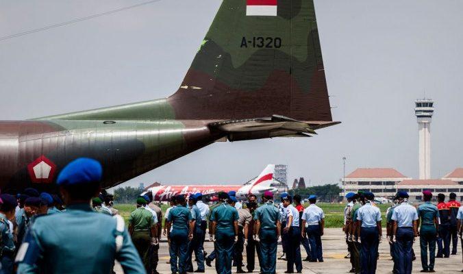 Спасатели обнаружили тела погибших в фюзеляже самолёта AirAsia