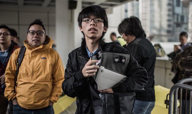 Суд Гонконга назначил штраф студенческому лидеру