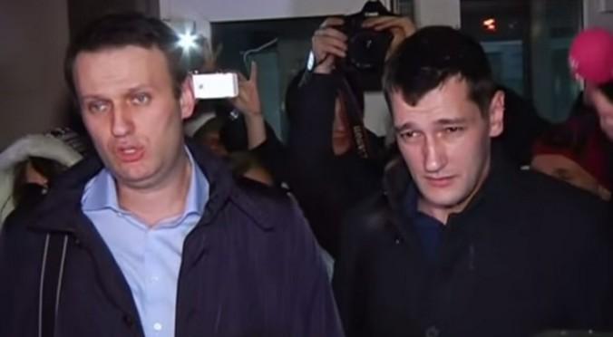 Алексей и Олег Навальные. Скриншот видео