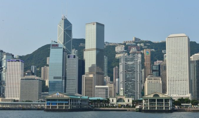 Финансовый секретарь Гонконга пообещал компенсацию за протесты