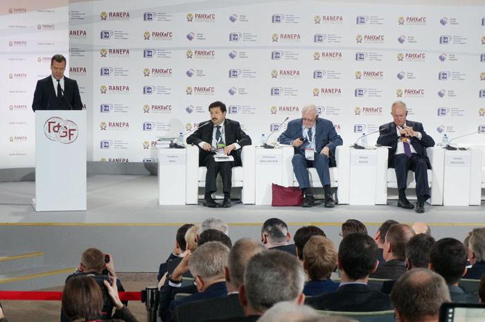 Выступление председателя Правительства РФ Дмитрия Медведева. Фото: Ульяна Ким/Великая Эпоха