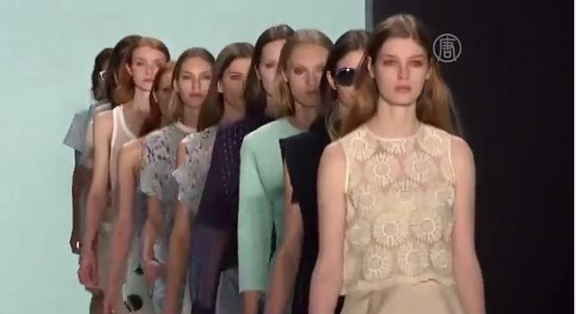 Коллекция нью-йоркского дизайнера Шарлотты Ронсон. Скриншот видео