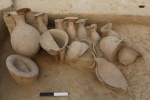 pots-in-burial-480x320