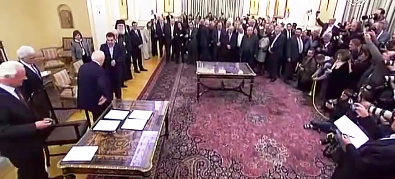 Новые греческие министры приступают к выполнению своих обязанностей. Скриншот видео