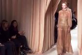 Модный Дом Valentino представил на Неделе высокой моды в Париже новую коллекцию. Скриншот видео