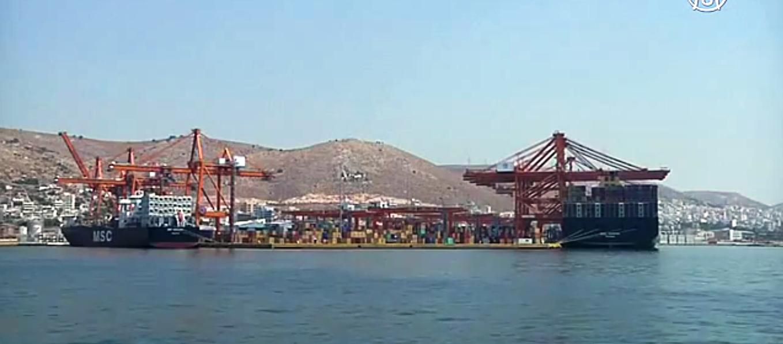 Новые власти Греции решили не продавать крупнейший в стране порт. Скриншот видео