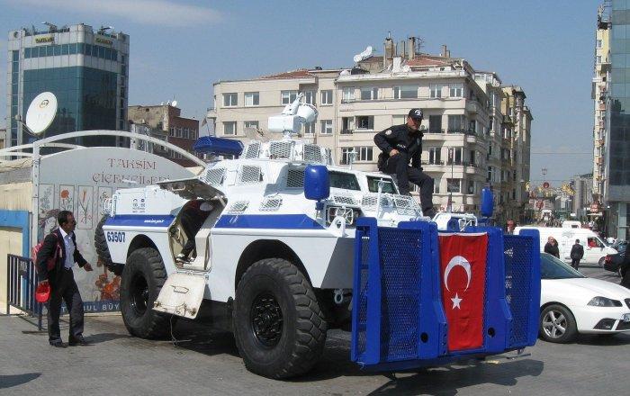 В Турции бутылки с зажигательной смесью будут считаться оружием