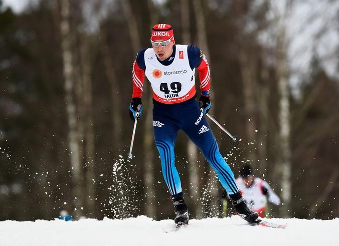Александр Легков в кросс-кантри на 15 км на чемпионате мира по лыжным видам спорта в Швеции, 25 февраля, 2015год. Фото: Mike Hewitt/Getty Images