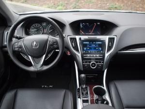 2015_Acura_TLX_cabin-600x450