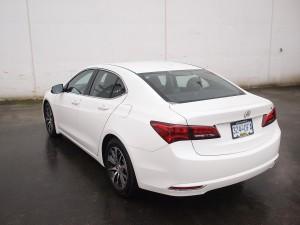 2015_Acura_TLX_rear_3-4-600x450