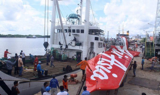 В Яванском море найдены тела двух пилотов разбившегося лайнера
