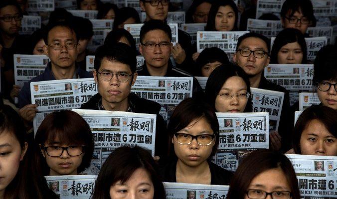 Сотрудники гонконгской газеты публично осудили главного редактора
