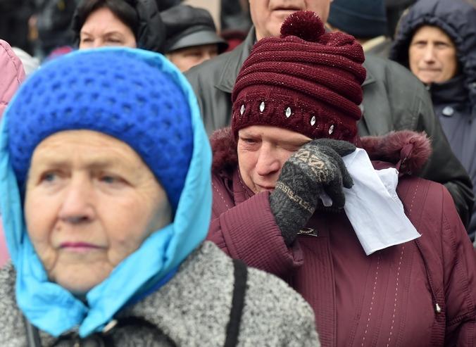 Пенсионеры. Фото: SERGEI SUPINSKY/AFP/Getty Images