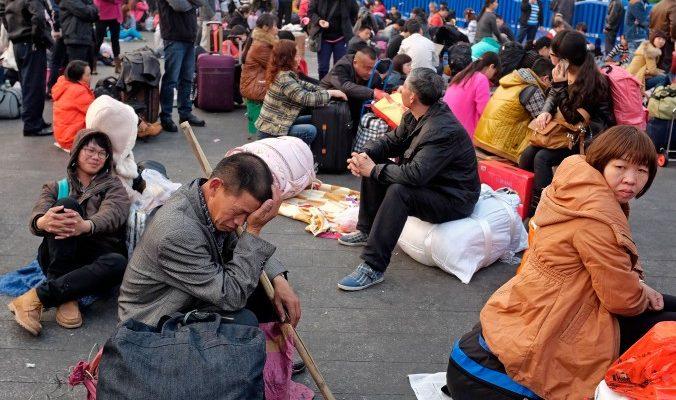 Рабочие-мигранты отправились пешком за сотни километров, чтобы встретить китайский Новый год дома