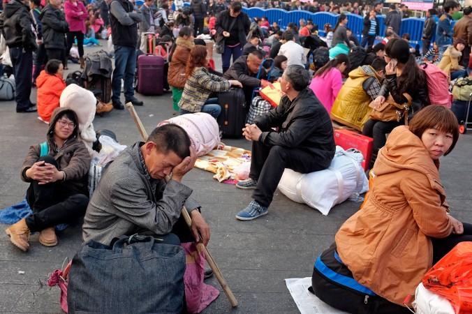 Пассажиры на железнодорожном вокзале Гуанчжоу 28 января 2014 года. Фото: Theodore Kaye/Getty Images