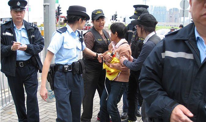 Суд Гонконга признал неконституционной конфискацию баннеров у последователей Фалуньгун