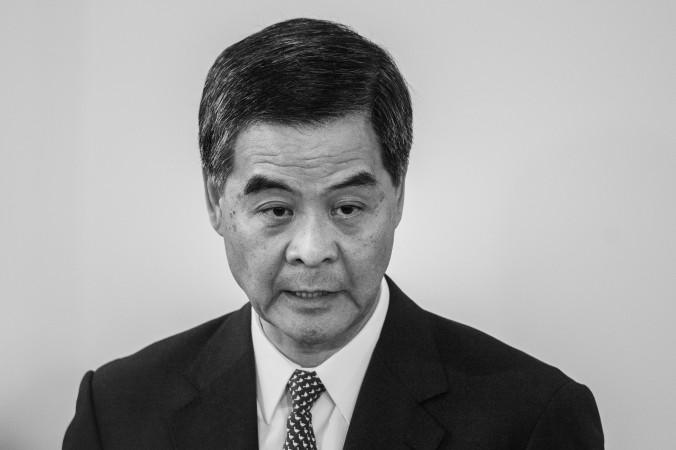 Глава Гонконга Лян Чжэньин отвечает на вопросы во время пресс-конференции в Гонконге 16 октября 2014 года Фото: Philippe Lopez/AFP/Getty Images