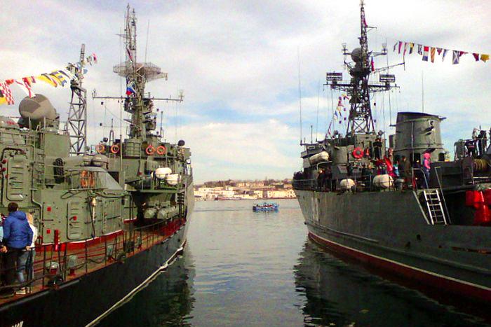 Экскурсии на боевые корабли в порту Севастополя. Фото: Алла Лавриненко/Великая Эпоха