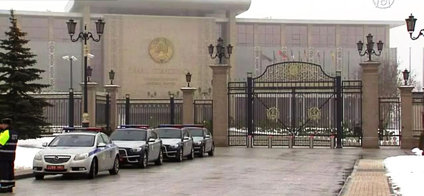 В Минске должны состояться переговоры так называемой «нормандской четвёрки»: России, Украины, Германии и Франции. Скриншот видео