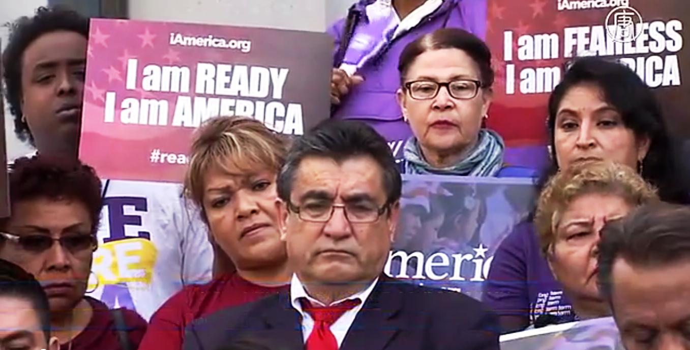 Мигранты, а также активисты вышли в США с протестом. Скриншот видео: Телеканал NTD