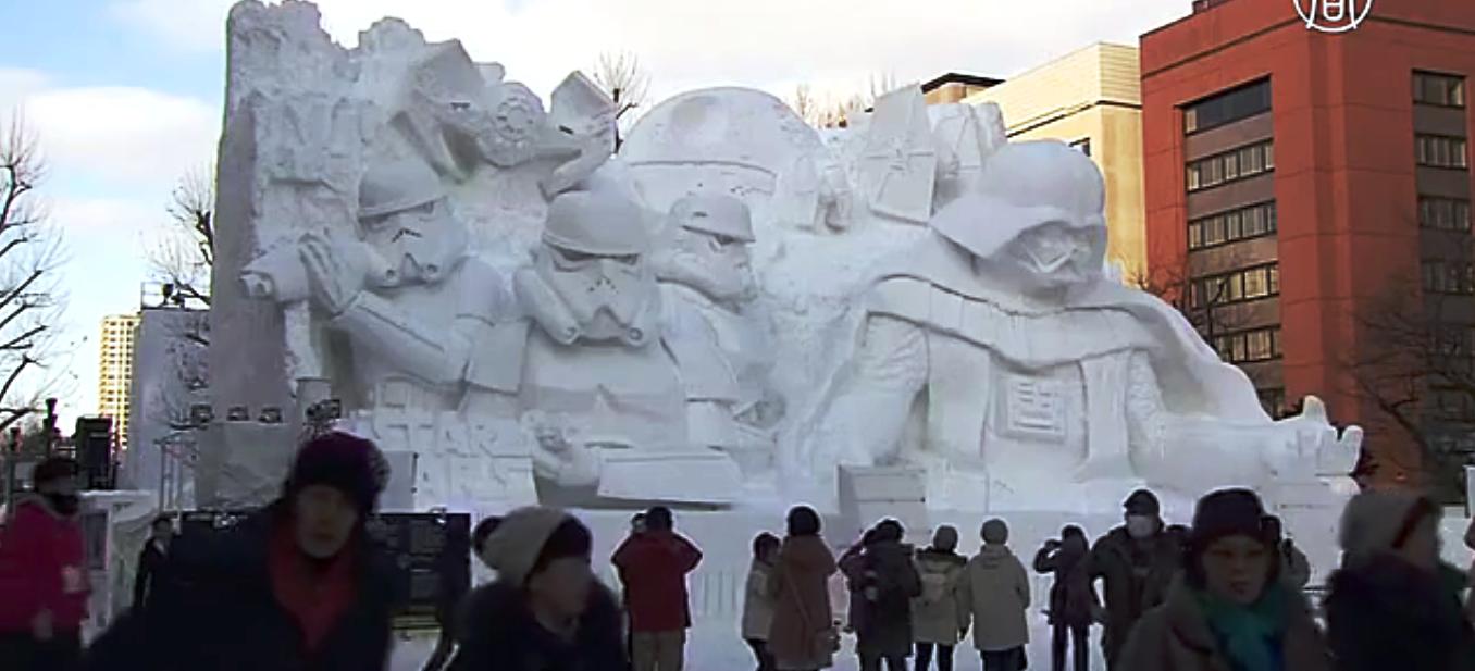 Снежная композиция, посвящённая новому эпизоду «Звёздных войн». Скриншот видео