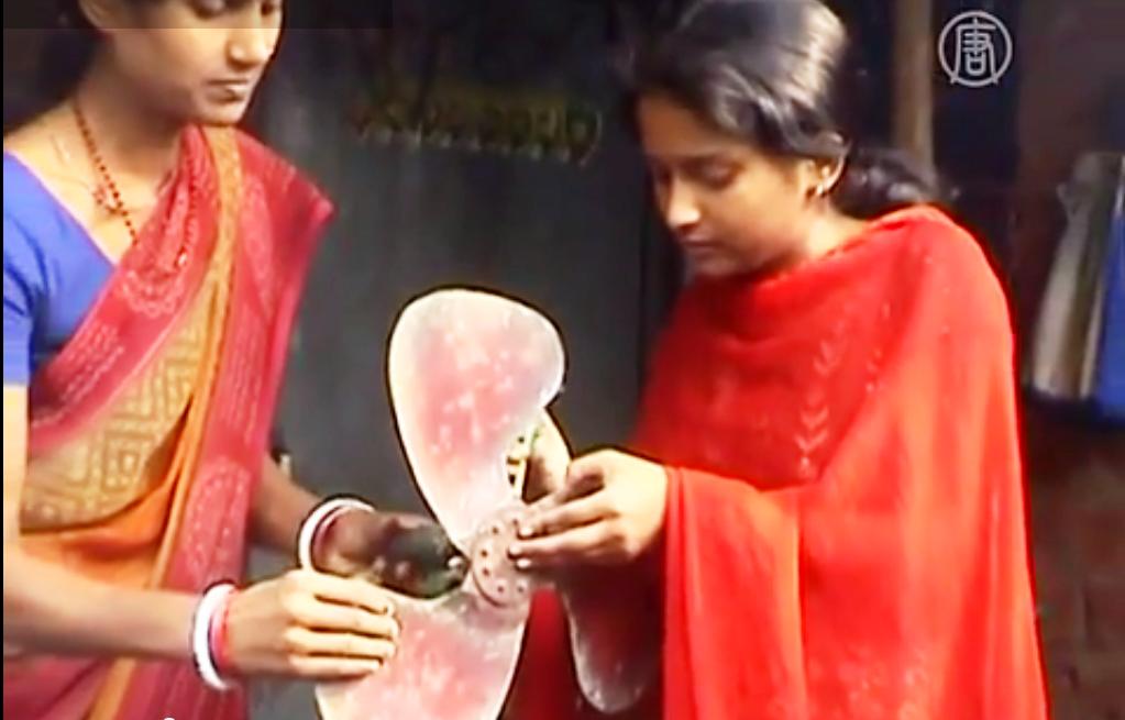 Нишу Кумари из индийского штата Джаркханд создала уникальный вентилятор. Скриншот видео