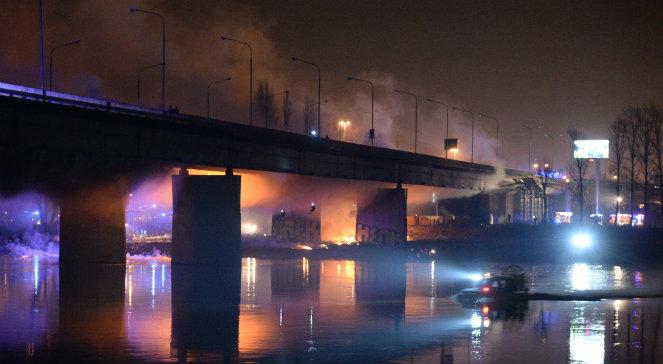 В центре Варшавы загорелся мост