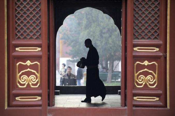 Монах в храме Юнхэгун в Пекине