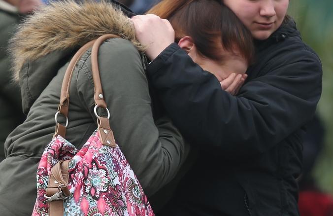 Приехавшие на опознание погибших при крушении самолёта А320 во Франции, 25 марта, 2015 год. Фото: Sean Gallup/Getty Images