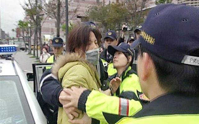 Новый начальник полиции усмирил агрессивных прокоммунистических активистов в Тайбэе
