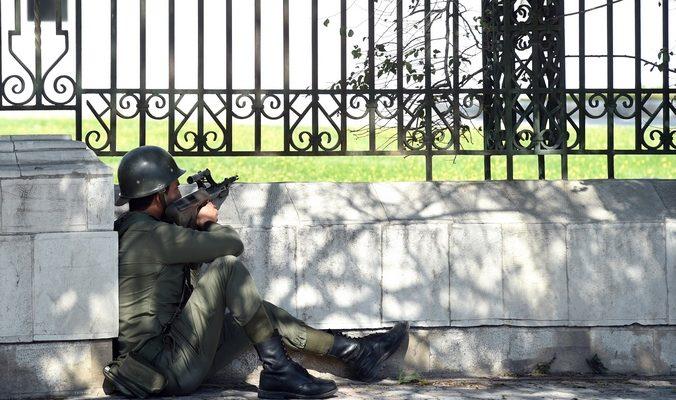 Задержаны трое боевиков, напавших на музей в Тунисе