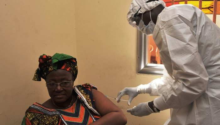 Экспериментальное лекарство от Эболы доставили в Либерию