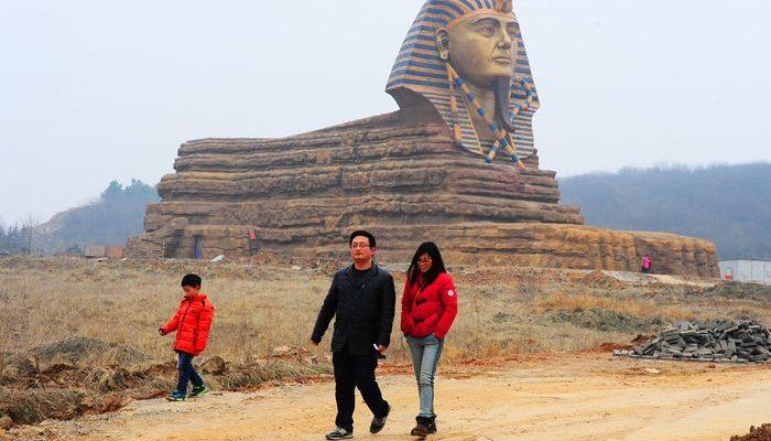 Китайские туристы за границей ведут себя некультурно