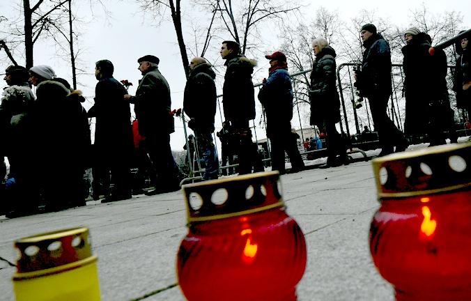 Очередь в Сахаровский центр на церемонию прощания с политиком Борисом Немцовым, убитым в ночь на 28 февраля, Москва, 3 марта, 2015 год. Фото: DMITRY SEREBRYAKOV/AFP/Getty Images