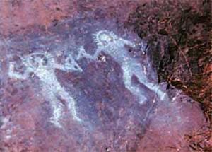 Наскальная роспись, созданная 10 000 лет назад в Валь-Камонике, Италия. Некоторые считают, что на ней изображены люди в космических скафандрах. Фото: Wikimedia Commons