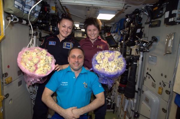 Космонавты празднуют 8 Марта на МКС. Фото: instagram.com