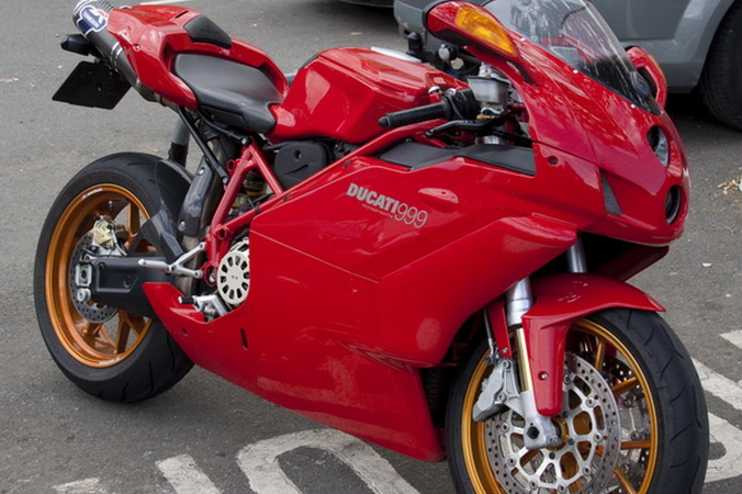 Мотоцикл Ducati (Дукати) 999. Фото: moto.vseta4ki.com
