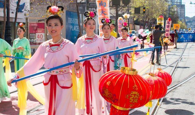 Жители Китая поблагодарили основателя Фалуньгун в Праздник фонарей
