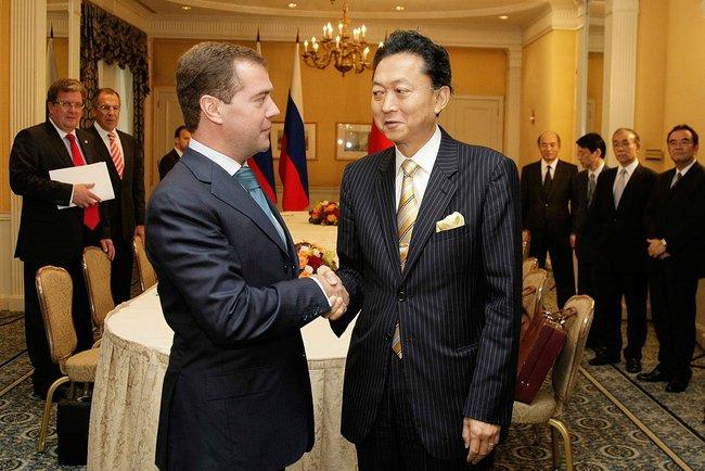 Юкио Хатояма выступает за отмену антироссийских санкций