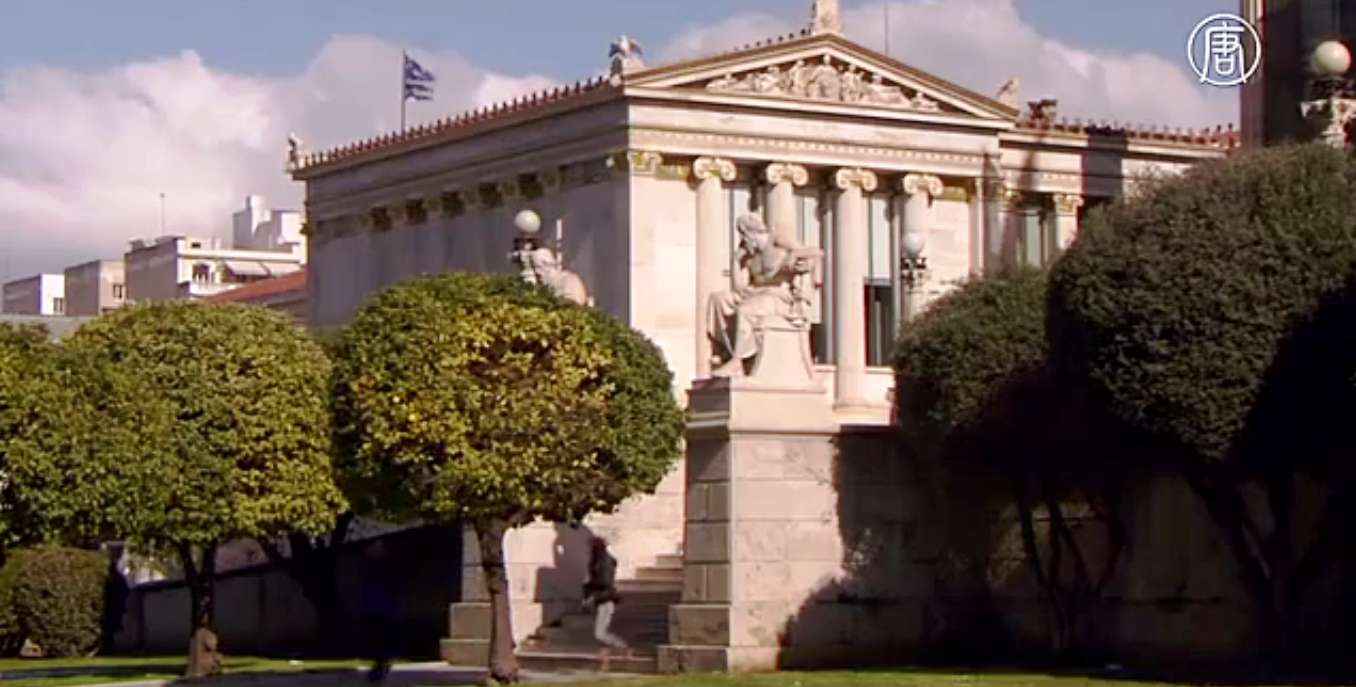 Почти 67% жителей Греции говорят, что левоцентристское правительство страны должно искать компромисс. Скриншот видео: Телеканал NTD