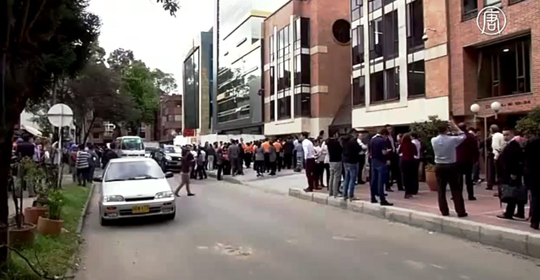 В Боготе люди выбегали из офисных зданий. Скриншот видео: Телеканал NTD