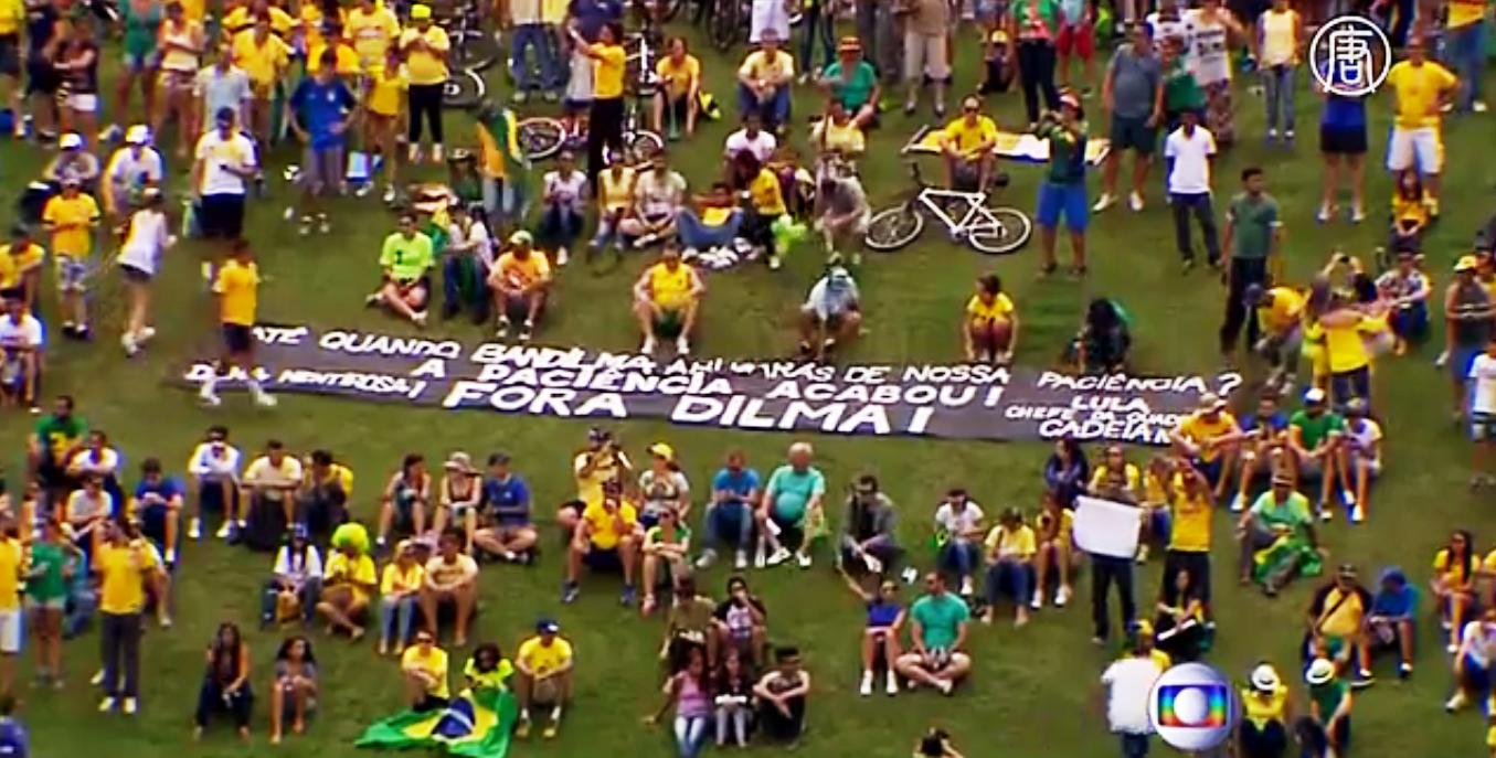 Почти два миллиона бразильцев вышли в воскресенье на улицы Рио-де-Жанейро. Скриншот видео: Телеканал NTD