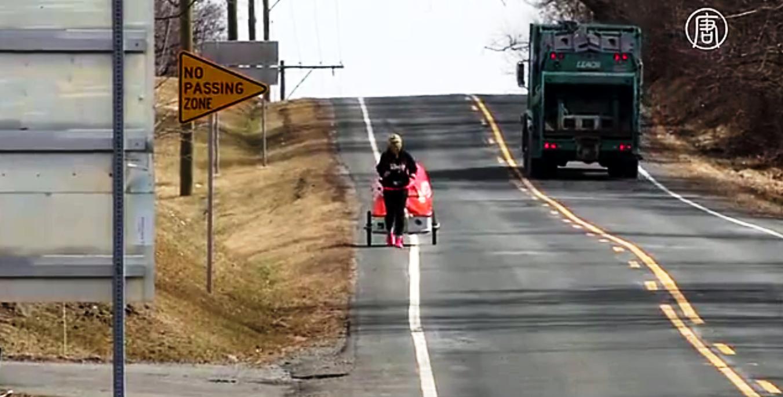 Рози преодолевает в среднем 16 километров в день. Скриншот видео: Телеканал NTD