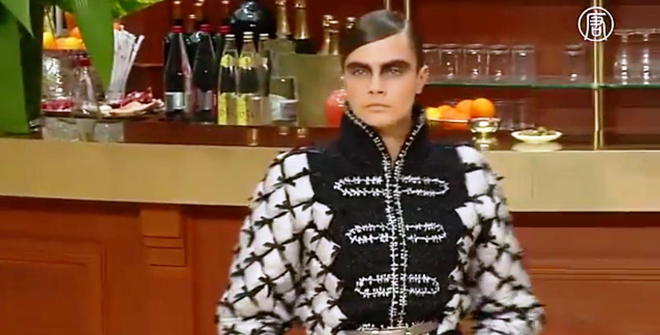 Chanel всегда отличался неординарным стейдж-дизайном. Скриншот видео: Телеканал NTD