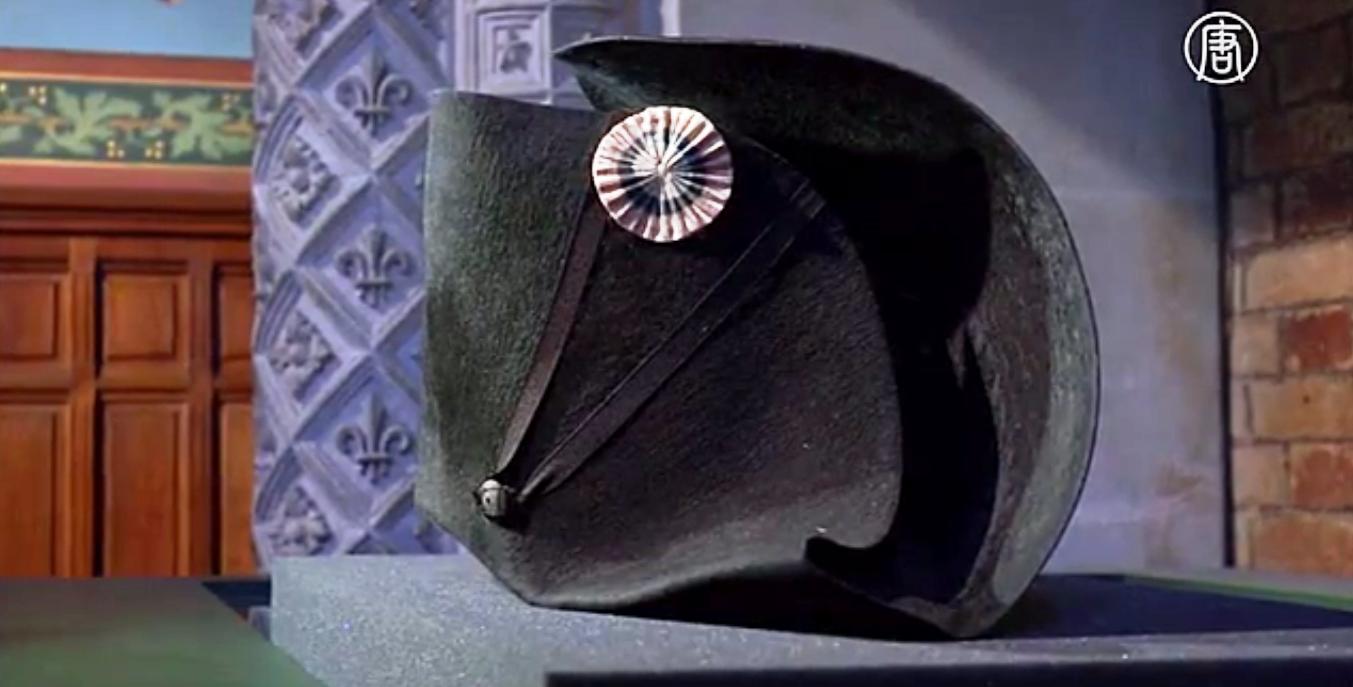 Эта фетровая шляпа была на голове Наполеона 18 июня 1815 года. Скриншот видео: Телеканал NTD