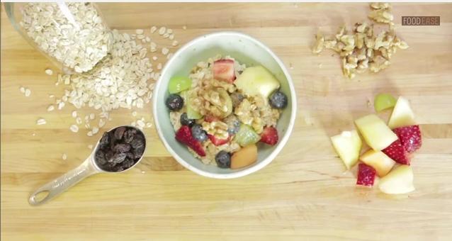 Швейцарская овсянка. Скриншот видео/FoodEase