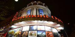 6 кинотеатров, где можно смотреть фильмы, лёжа на кровати