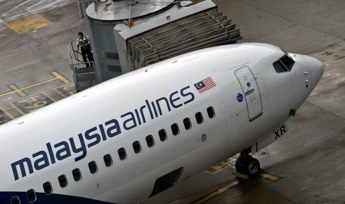 Малазийский «Боинг» совершил аварийную посадку сразу после взлёта