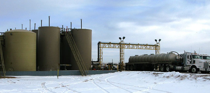 Резервуар для хранения отходов от фрэкинга в Колорадо, США. Фото: William Ellsworth/USGS